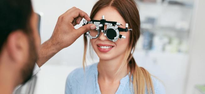 kontaktlinsenanpassung und anprobe